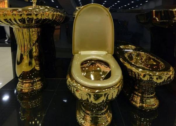 Алтын унитаз