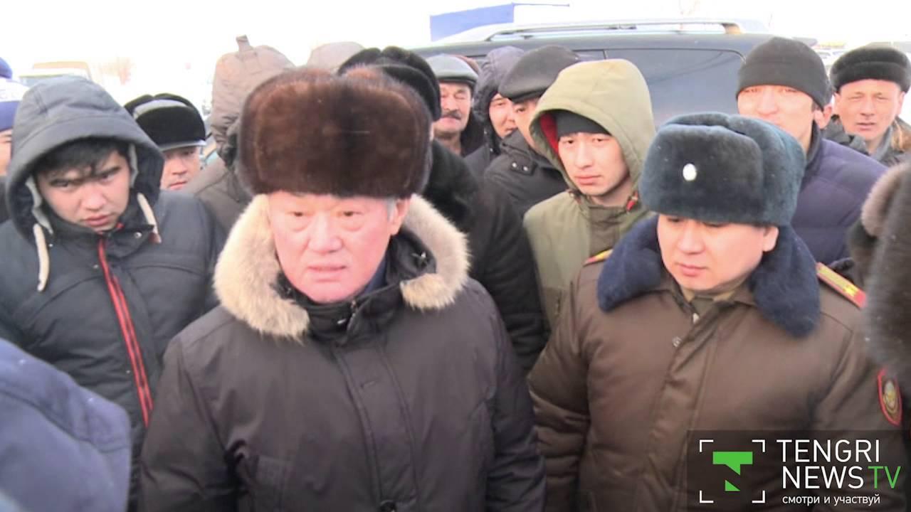 Бердібек Сапарбаев қар құрсауында қалғандарға барды (видео)