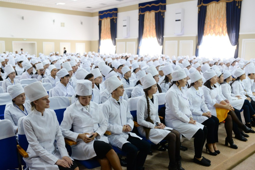Болашақ дәрігер студенттер
