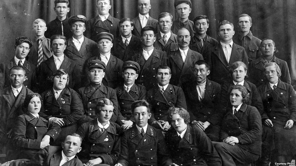 Алма-Ата вагон жүргізушілері курсын 1938 жылыалғашқы түлектері бітіріп шықты. Сурет «Алма-ата трамвайына - 70 жыл» брошюрасынан алынған.