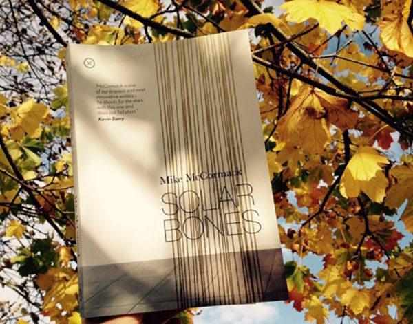 Майк Маккормик Solar Bones романы