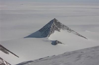 Антарктида, пирамида