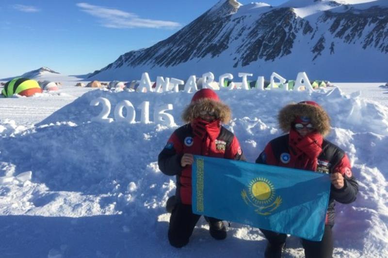 Антарктидада Қазақстанның туы