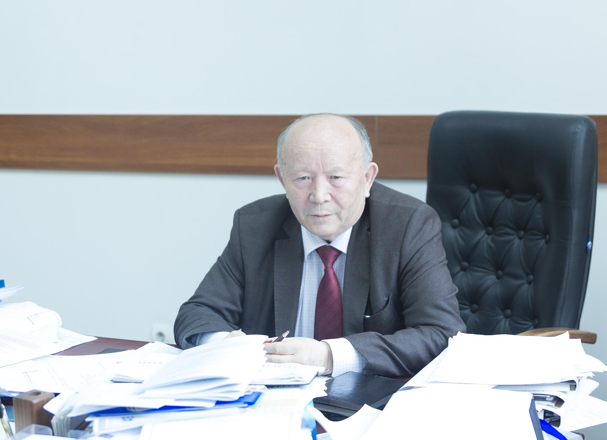Тынысбек Кәлменов, академик