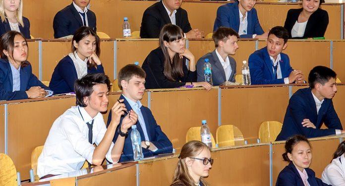 ҰБТ студенттер