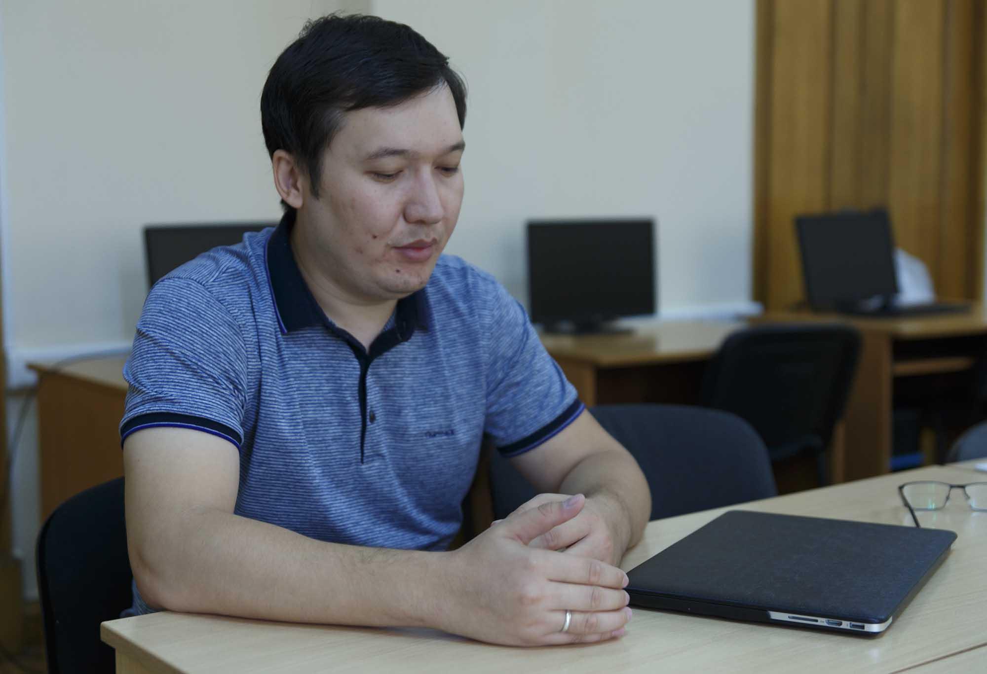 Асқар Ақшабаев, жас ғалым