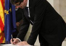 Карлес Пучдемон Каталония тәуелсіздігі туралы декларацияға қол қойды