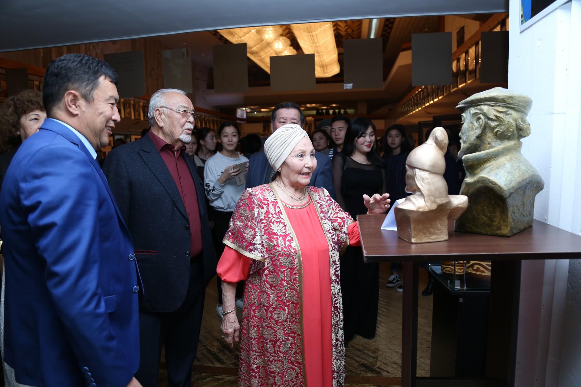 Әуезов театры көрмесі