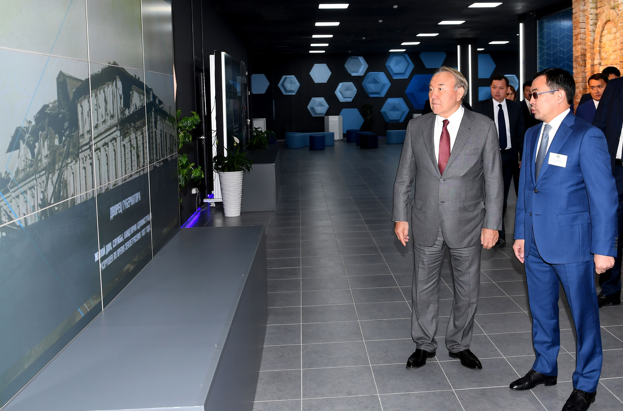 Алматының голографиялық 3D макеті Нұрсұлтан Назарбаевқа көрсетілді