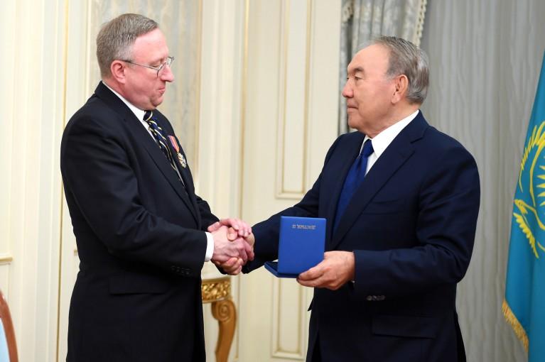 Джордж Крол мен Нұрсұлтан Назарбаев