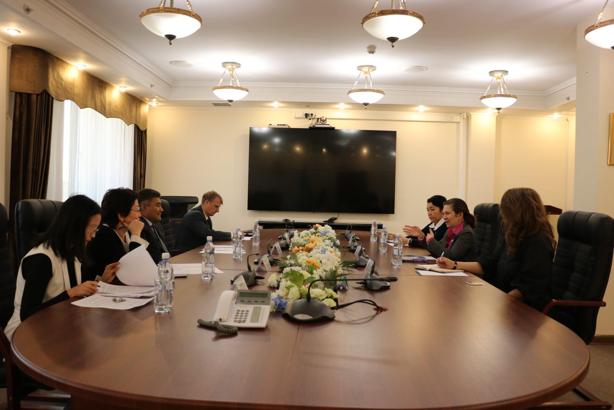 Дархан Кәлетаев пен Илейн Конкиевич бастаған делегация