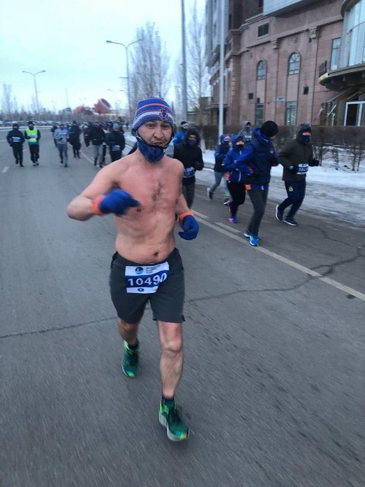 Жалаңаш марафоншы аязда