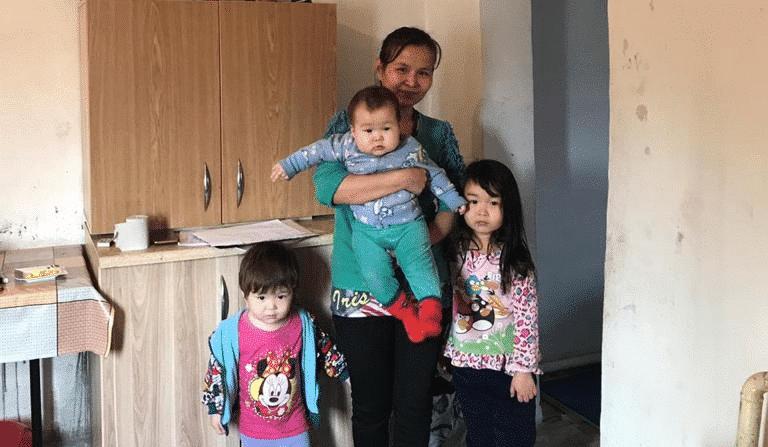Нәзира Дондыбаева үш баласымен