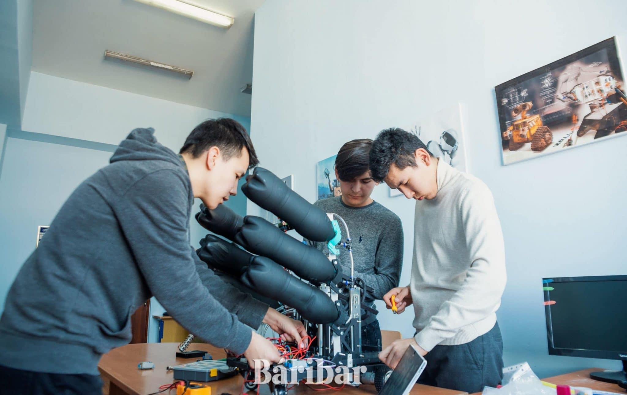 Студент, ғалым, робот, Robolab