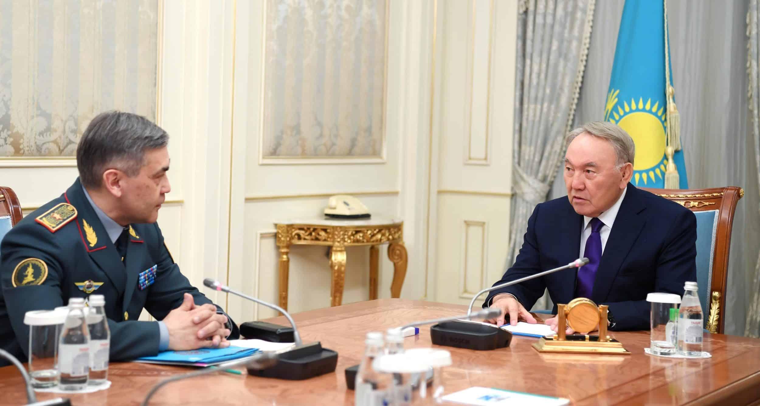 Нұрсұлтан Назарбаев Қорғаныс министрімен кездесті