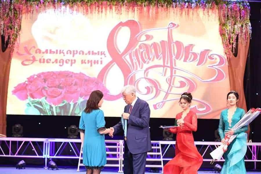 Алматы облысының әкімі әйелдер қауымын құттықтады