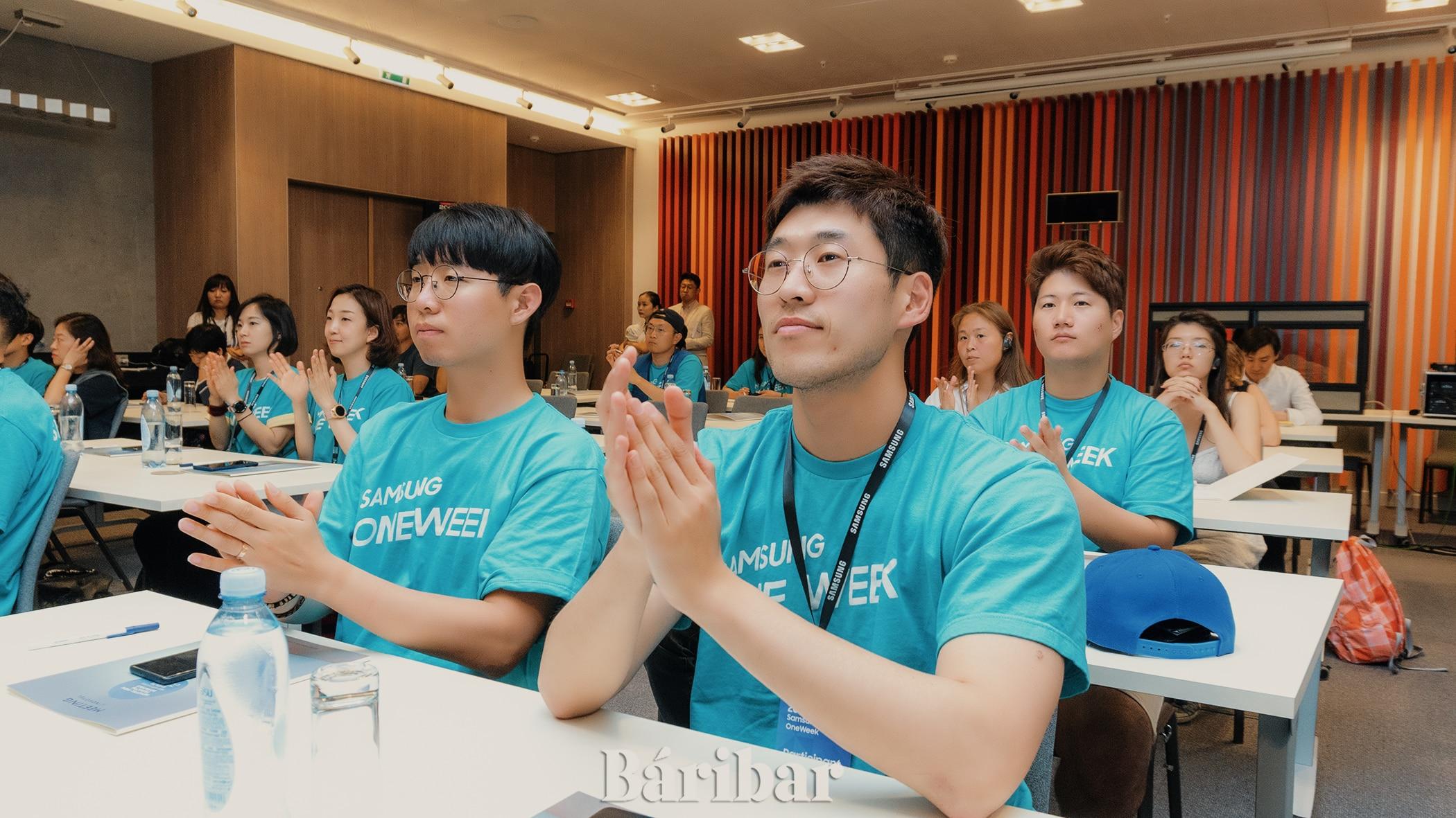 Samsung Electronics қызметкерлері