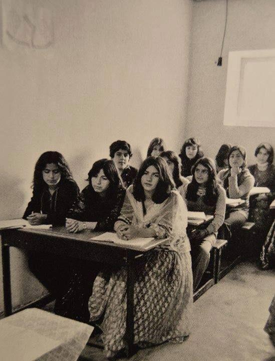 Мектептегі оқушы қыздар