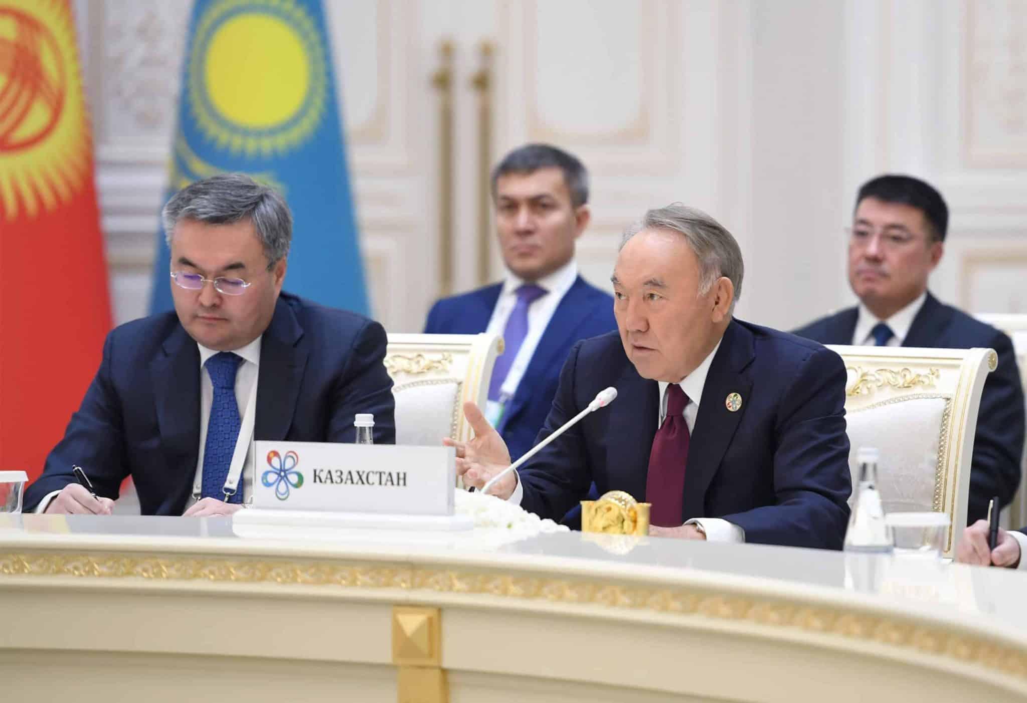 Нұрсұлтан Назарбаев Ташкенттегі кездесуде.