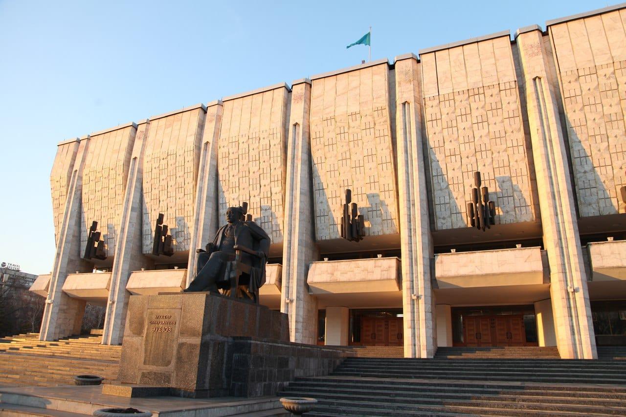 М.Әуезов театры, 50 жыл