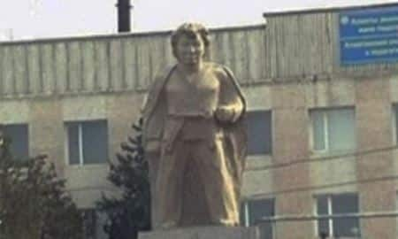 Алматы облысы, Мұстафа Өзтүрік, ескерткіш