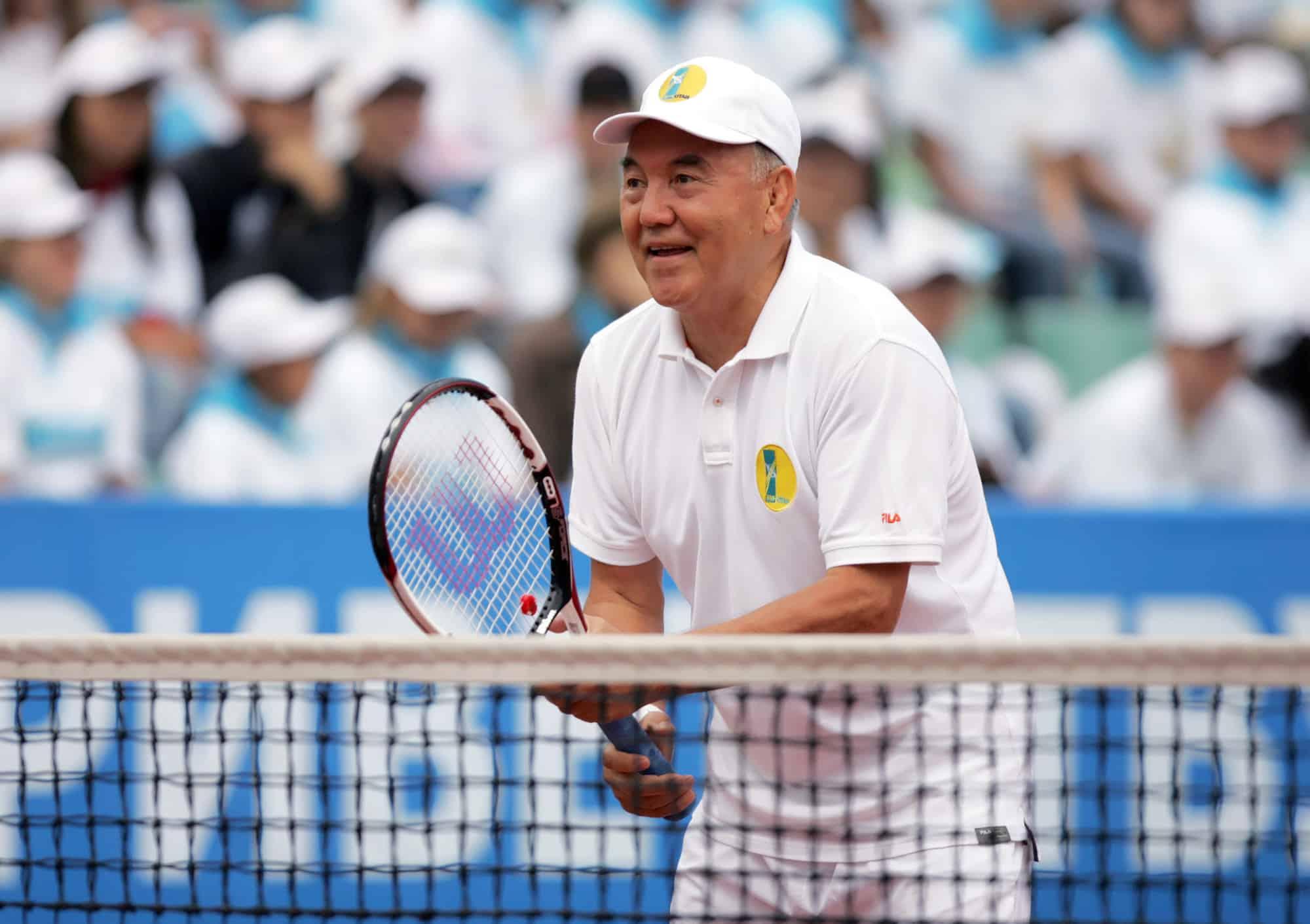 Нұрсұлтан Назарбаев шаңғы теуіп жүр