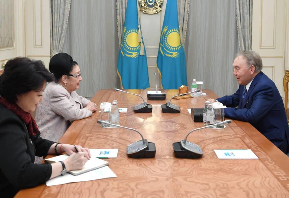 Нұрсұлтан Назарбаев Бибігүл Төлегеновамен кездесті