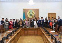 Бақытжан Сағынтаев волонтерлармен кездесті