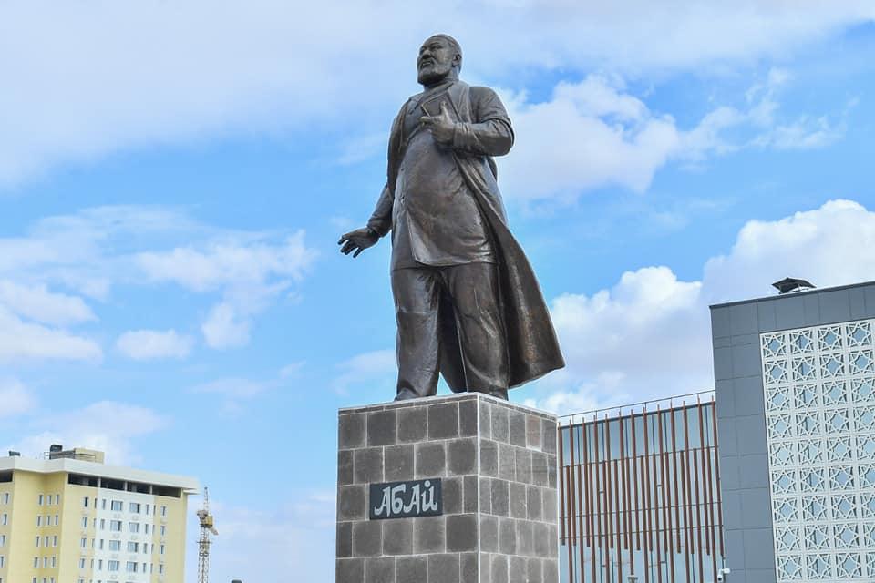 Абай ескерткіші, Түркістан