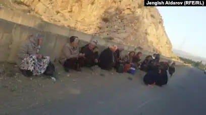 Қырғызстанның Көк-Таш ауылынан эвакуацияланған әйелдер.